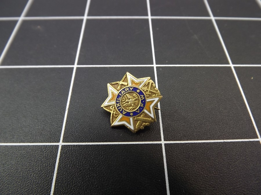 ANTIQUE BRASS ENAMEL VETERANS OF FOREIGN WARS AUXILIARY LAPEL PIN AUTHENTIC 1