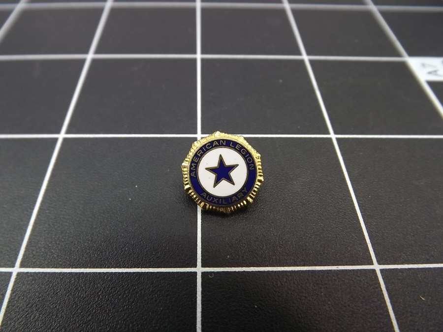 ANTIQUE BRASS ENAMEL AMERICAN LEGION AUXILIARY STAR LAPEL PIN 4
