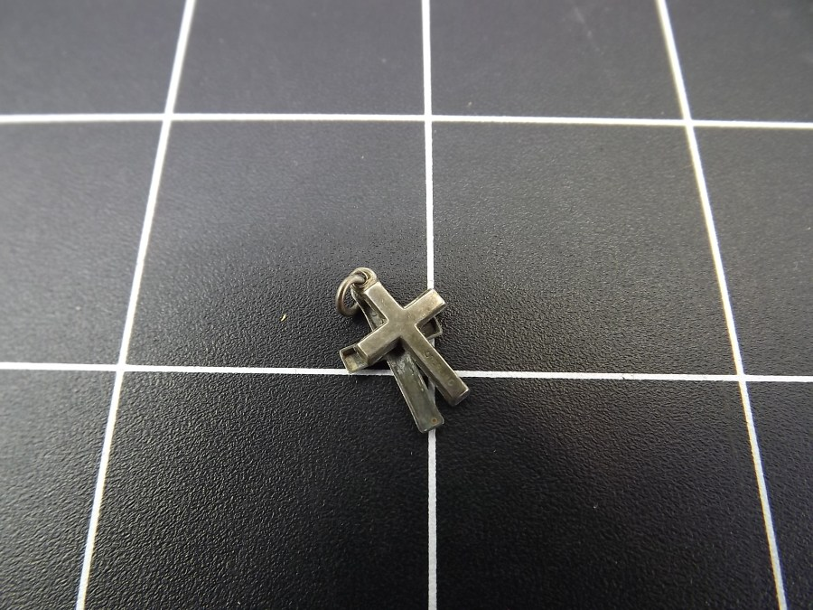VINTAGE STERLING SILVER DOUBLE CROSS RELIGIOUS CHARM 0.3 GRAMS 4