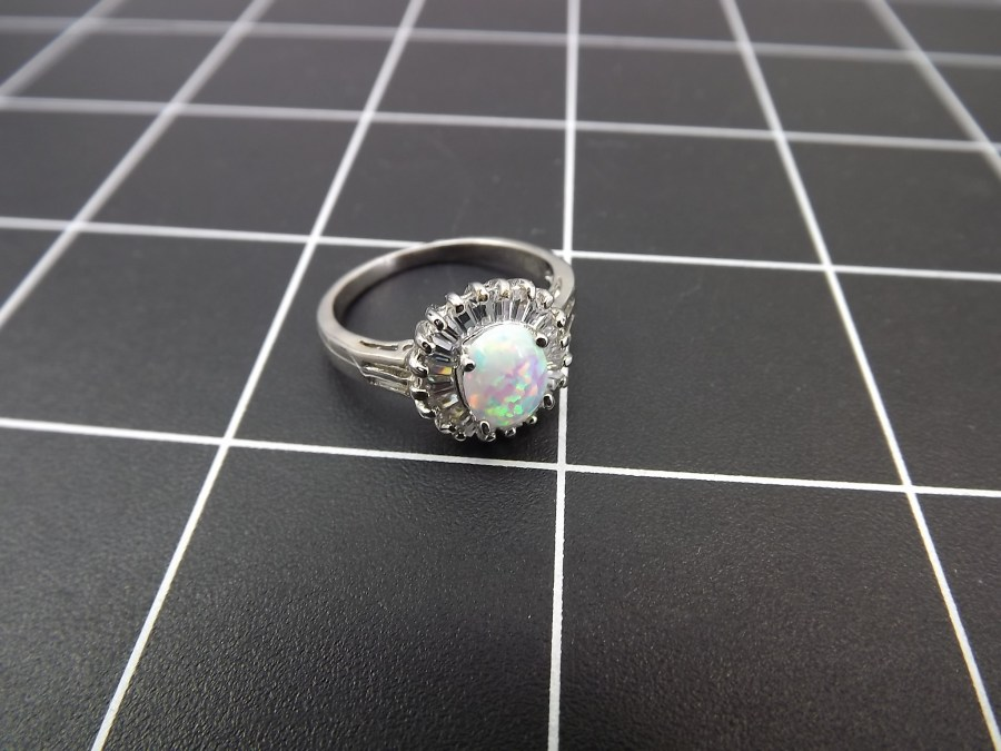 NEW STERLING SILVER 925 OPAL AND CUBIC ZIRCONIA BAGUETTE COCKTAIL RING 3.5 GRAMS SIZE 8 1