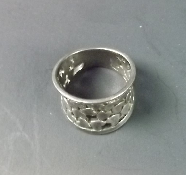 BIRKS OF CANADA Sterling Silver 925 Solid Made Wide Top Tapered Design Band Ring HEARTS 4