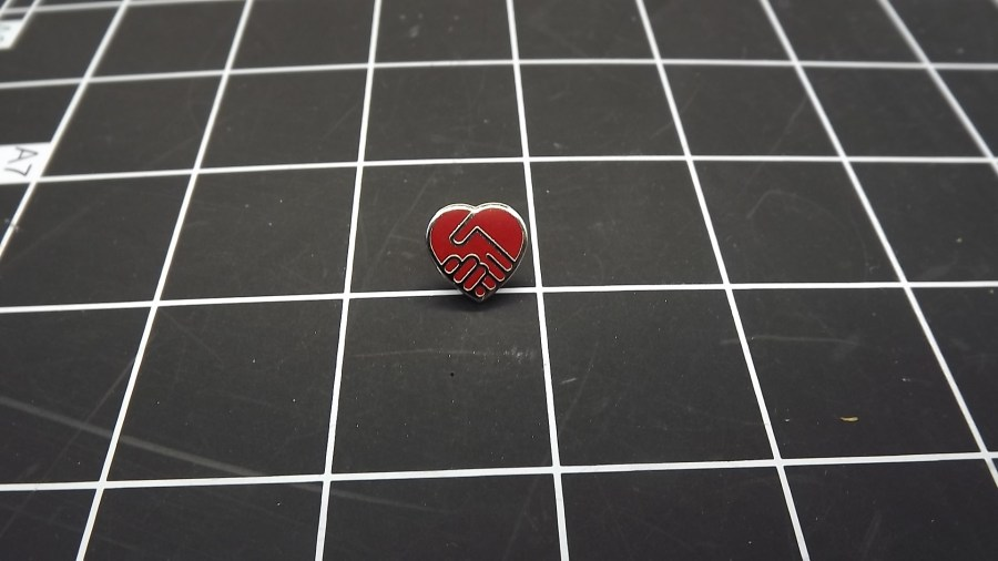 VINTAGE SILVER TONE SHAKING HANDS HEART ENAMEL LAPEL PIN 1