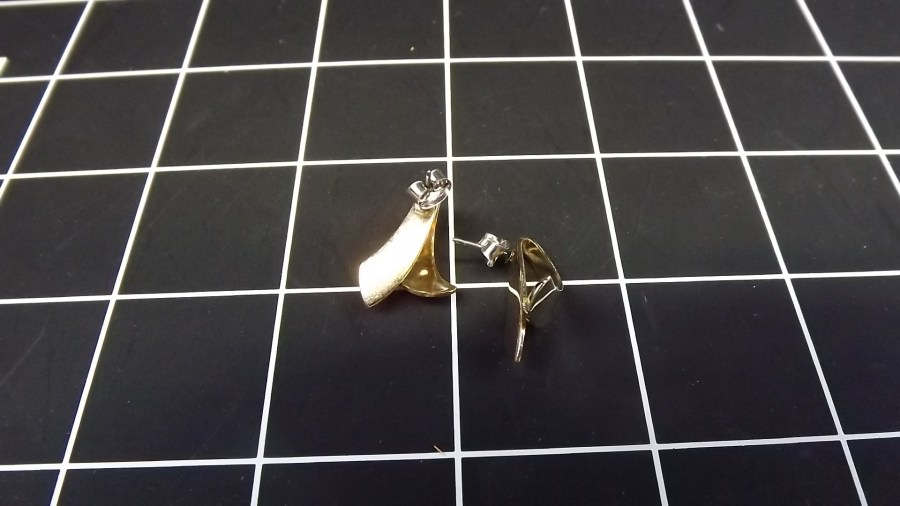 VINTAGE GOLD PLATED COSTUME RIBBON STYLE SHINY DANGLE EARRINGS 3
