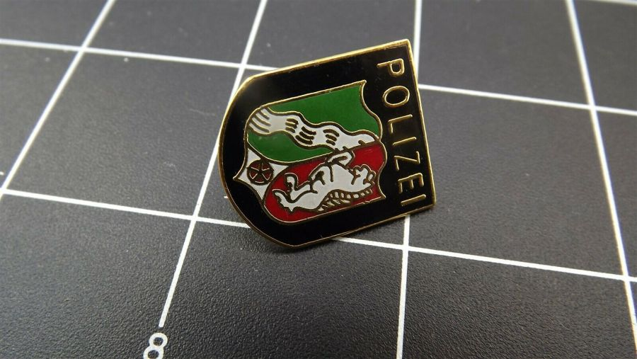 """BRAND NEW Lapel Pin ENAMELED GERMAN POLICE """"POLIZEI"""" GUARANTEED FOR LIFE 3"""