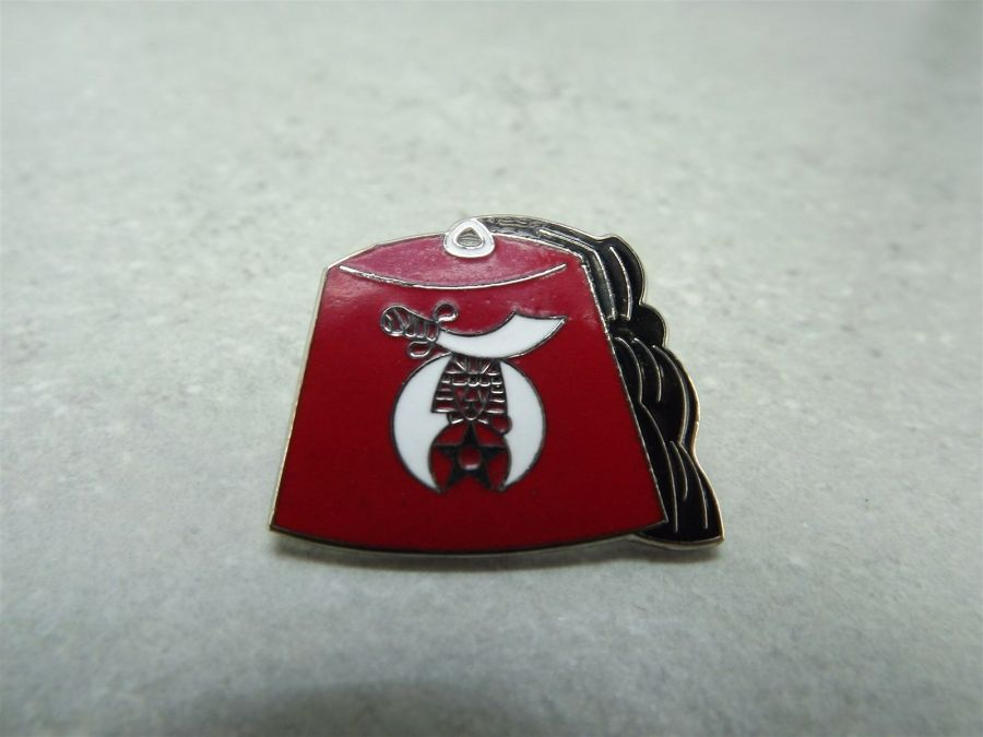 """FEZ"" SHRINE MASONIC MASON RED ENAMEL LAPEL / HAT PIN BRAND NEW 1"