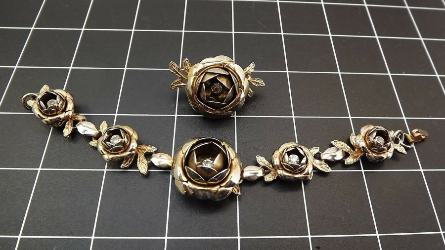 VINTAGE Gold Tone Flower Bracelet & Brooch Pin W/ Clear Stones Costume 1