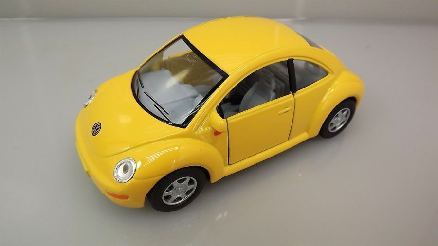 "Collectible Die Cast YELLOW Volkswagen ""NEW BEETLE"" VW 1:32 Scale 1"