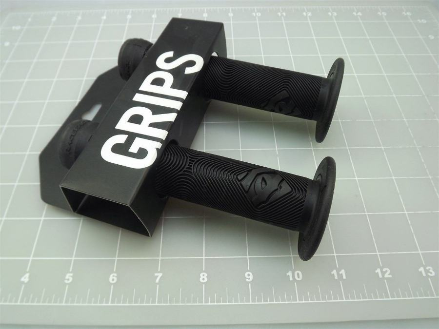 New RACE FACE CHESTER SLIDE-ON  Bicycle BMX Grips Made In The USA-BLACK 3