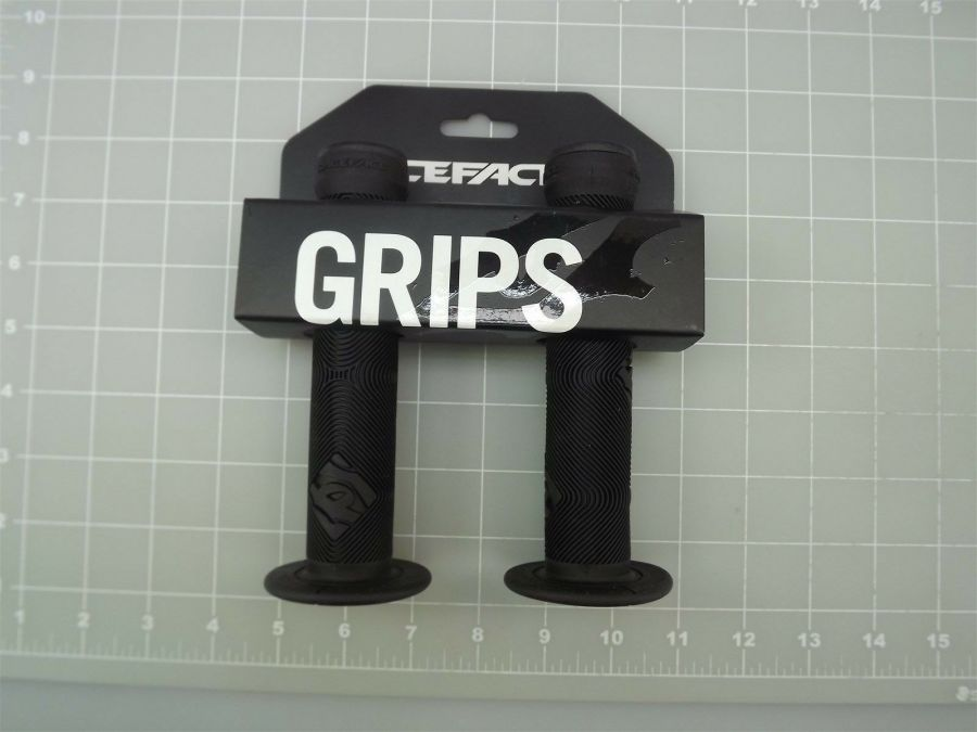 New RACE FACE CHESTER SLIDE-ON  Bicycle BMX Grips Made In The USA-BLACK 1
