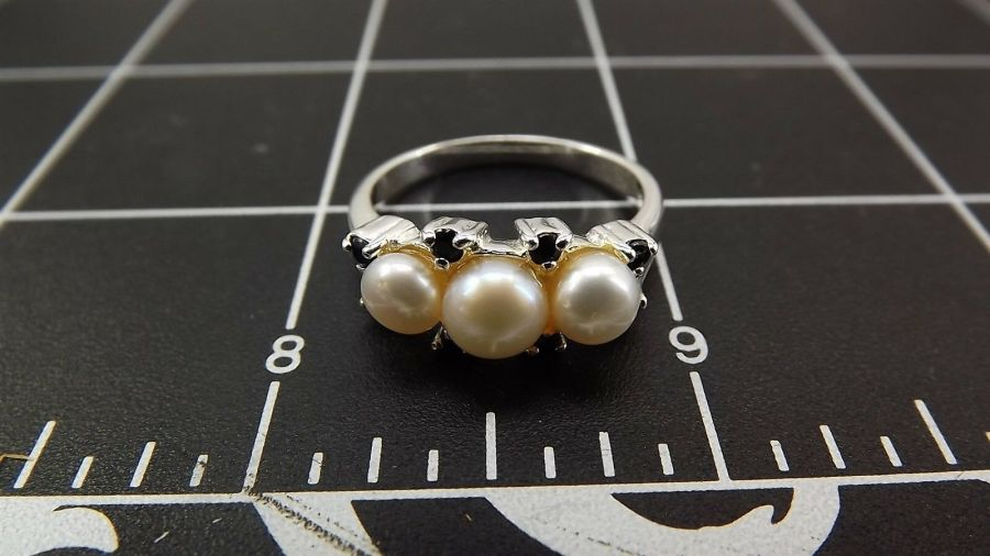 Sterling Silver 925 Pearl & Sapphire Ring 4.5 Grams Size 9 4