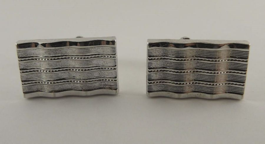 Vintage Silver Tone Square Mens Cuff Links Lined Engraved Pattern 1