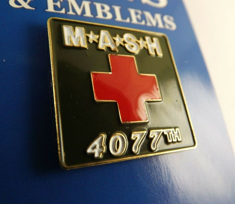 "BRAND NEW Lapel Pin M*A*S*H 4077TH Red & Green Enamel 1"" MASH 1"