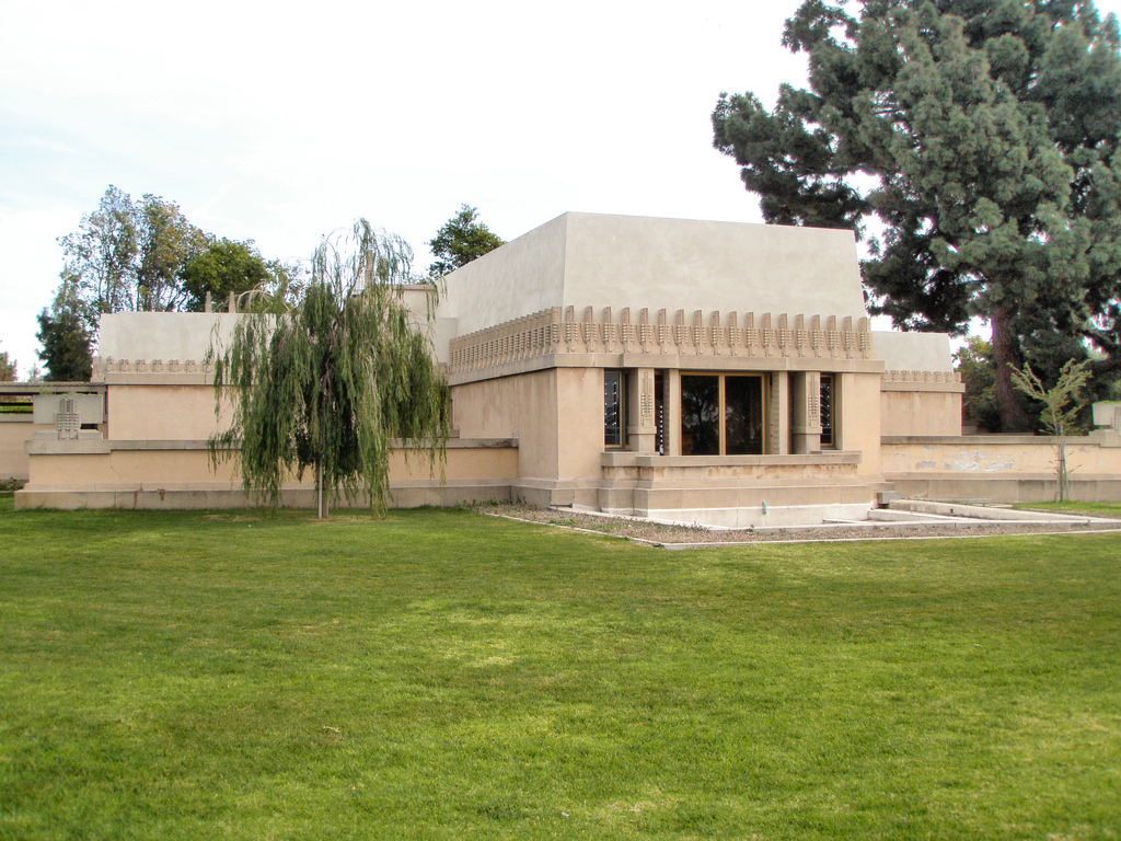 Frank lloyd wright hollyhock house los angeles california for Frank lloyd wright houses