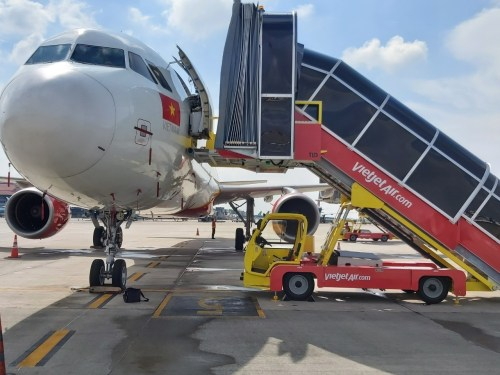 Vietjet pilots own ground handling operations amidst the pandemic