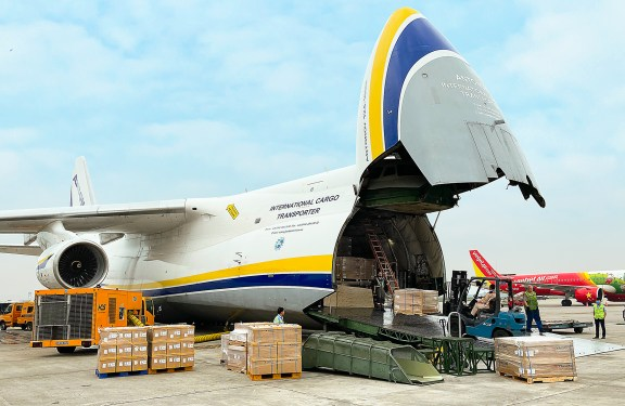 'Open skies': Antonov moves car parts from Asia to US
