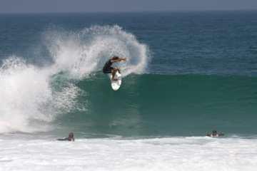 surfeur-vague-au-pays-basque