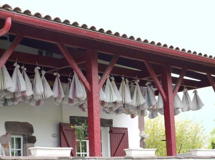 salaison-sechage-jambon-pays-basque