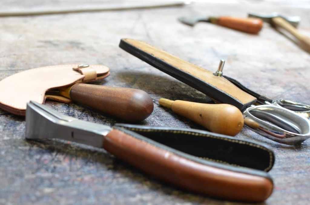 manufactoum-maroquinerie-saintjeandeluz-outils