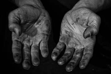 Quentin-Delion-Artisan-bois-pays-basque-mains