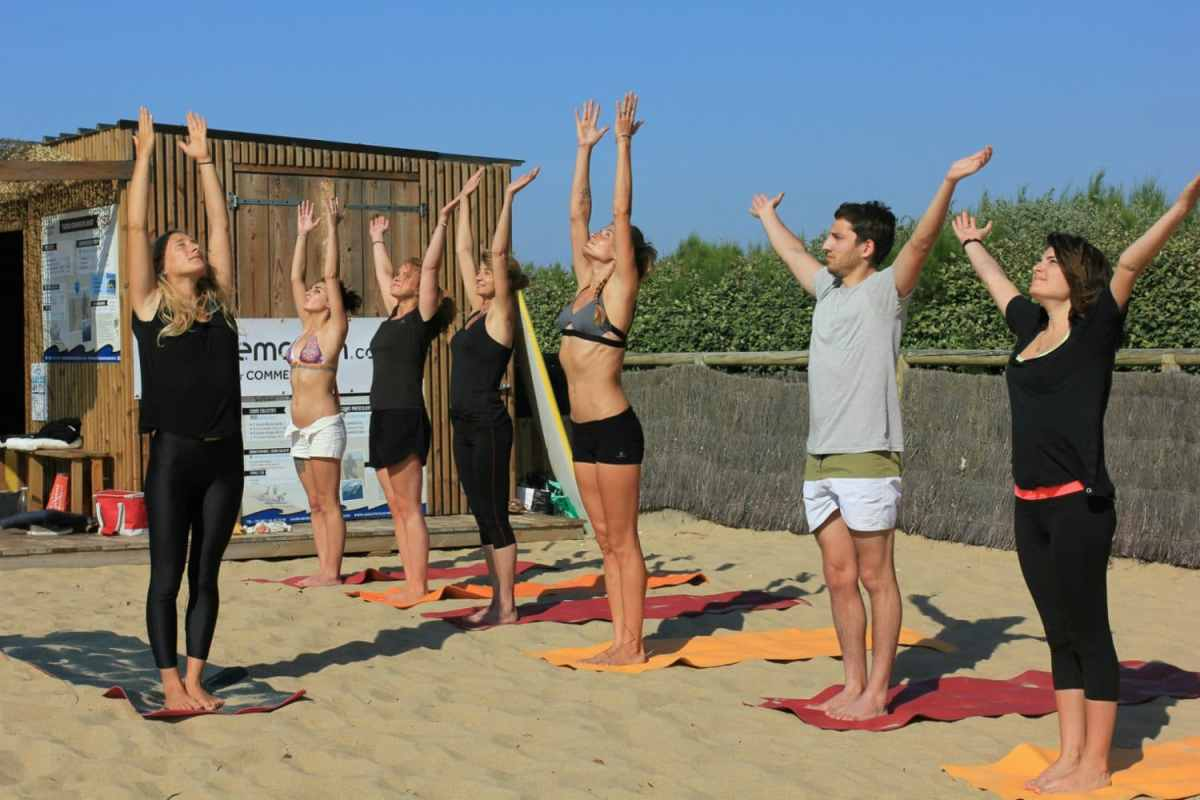 cours de yoga-plage-madrague surf school-anglet