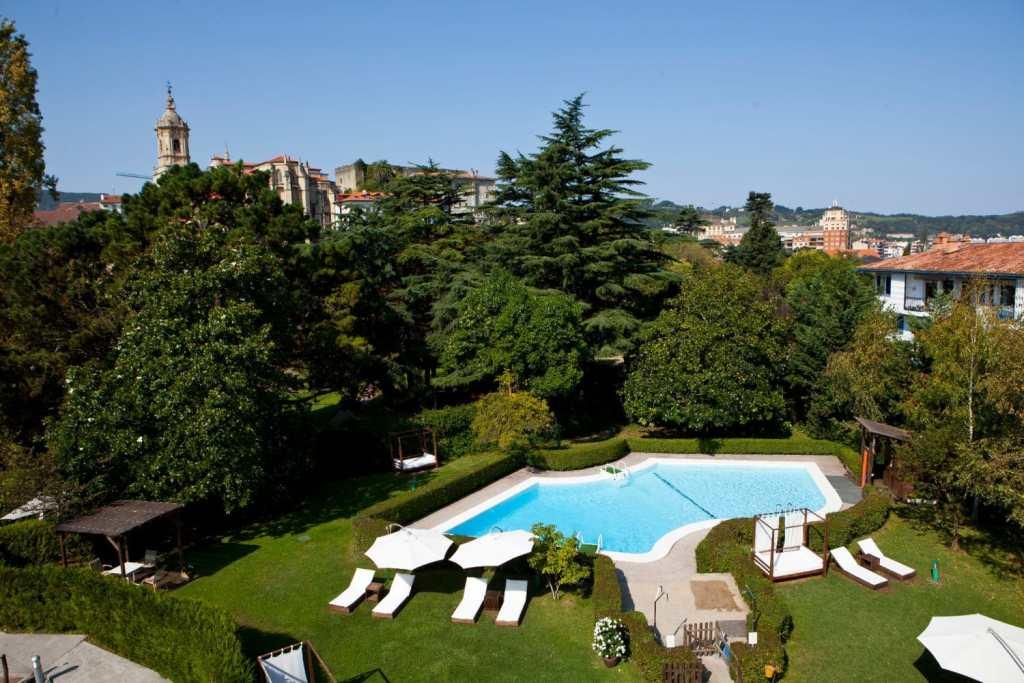 hotel-rio-bidasoa-pays-basque-piscine-exterieur