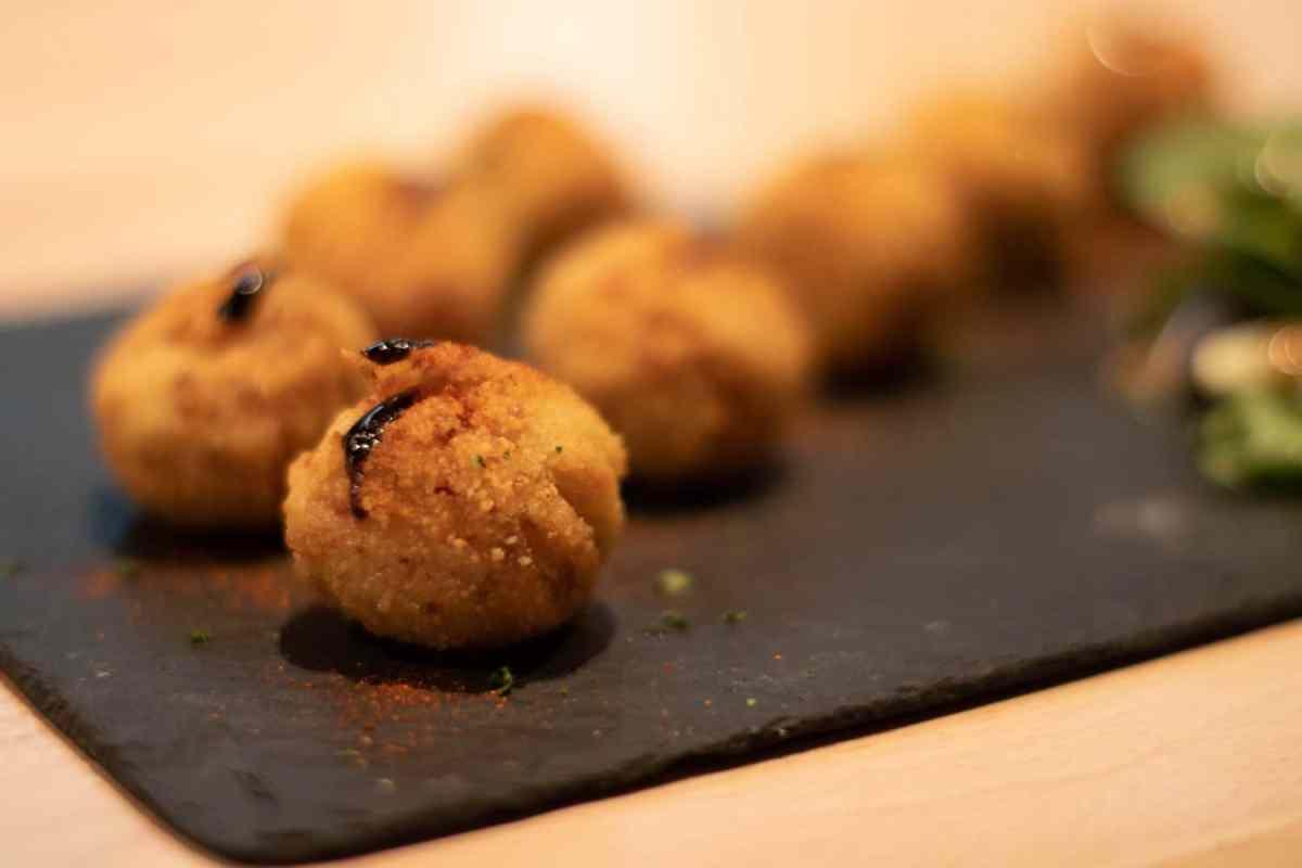izarrena-au-petit-bayonne-restaurant-pays-basque-croquetas