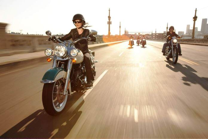 2009-Harley-Davidson-Touring-FLHRCRoadKingClassice