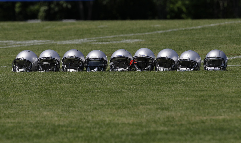 0a1412bc NFL Helmet Manufacturer Warned On Concussion Risk | League of Denial ...