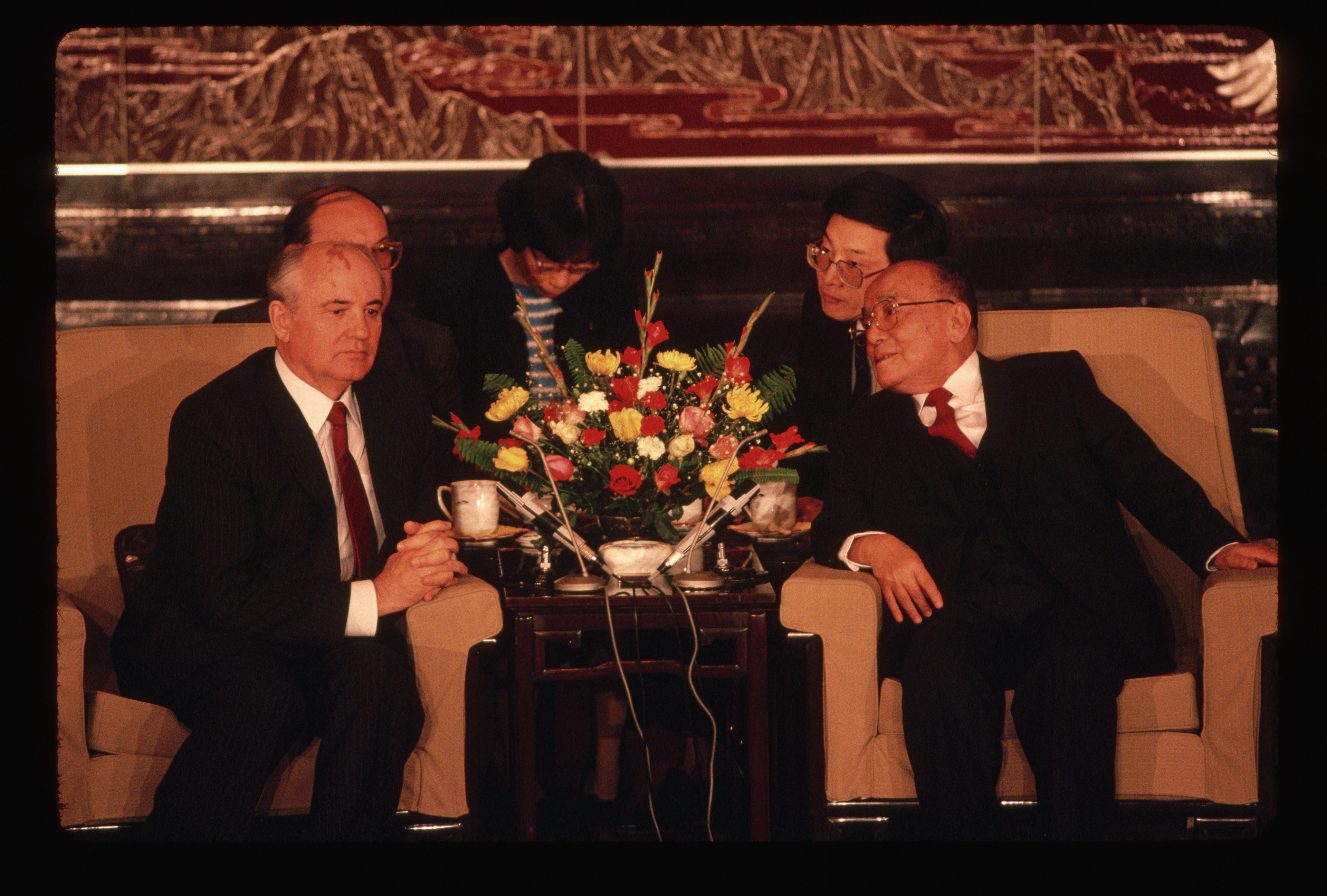 Presidents Yang and Gorbachev meet in the Great Hall of the People in Beijing.