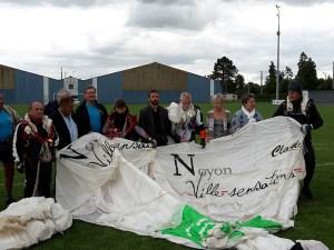 Nos Parachutistes et les Élus de la Ville lors de la Fête des Sports à Noyon