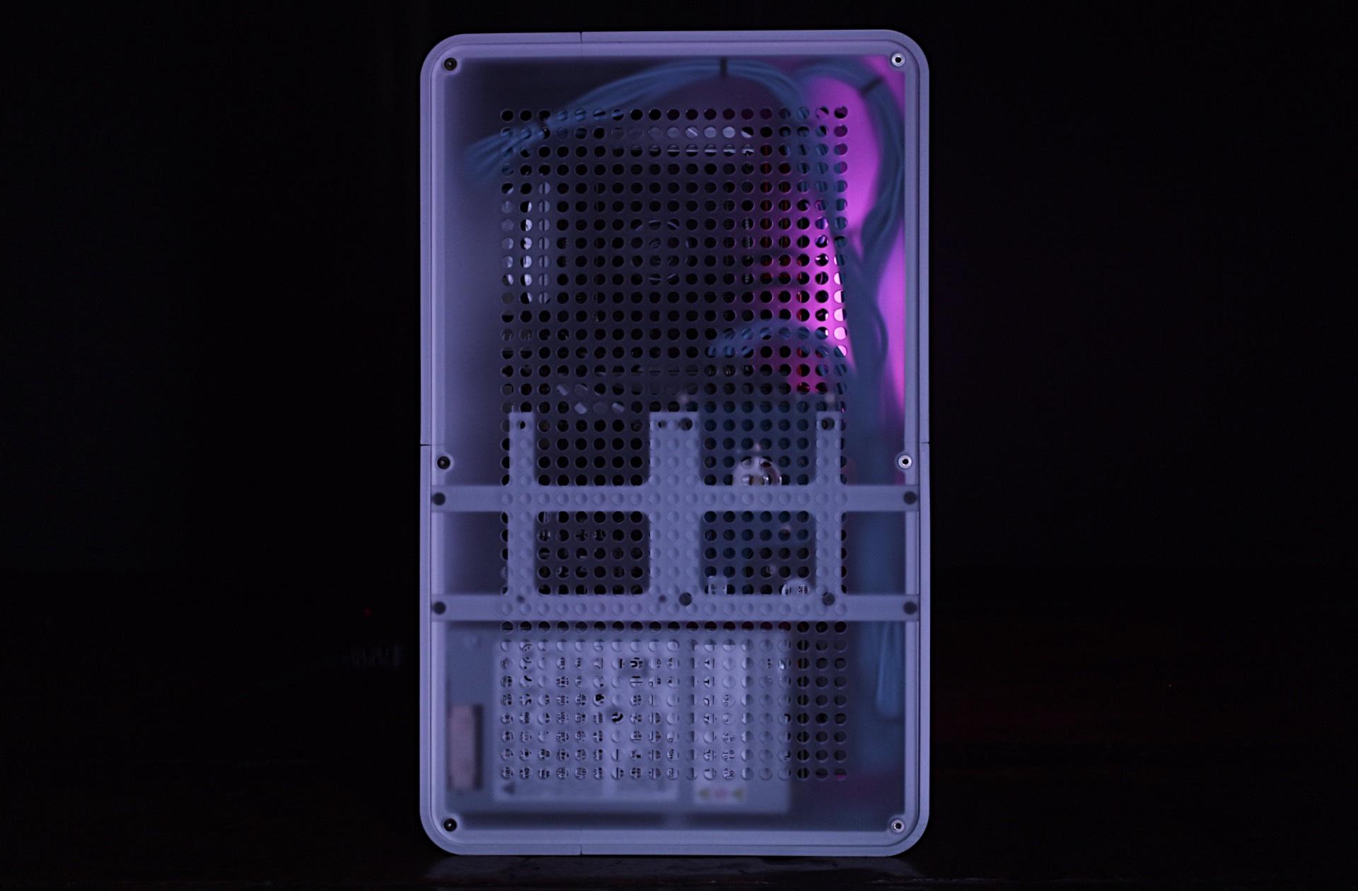 "Workstation Thin i7 8700 Modivio xCase M Flex"" with Added Sugar. 4"