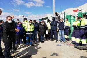 Enrique Santiago, SG del PCE ha acudido a Castejón para apoyar la lucha de los trabajadores de Trenasa contra el cierre.