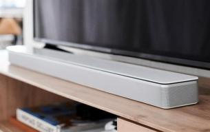 Bose-Soundbar-700_silver-with-tv