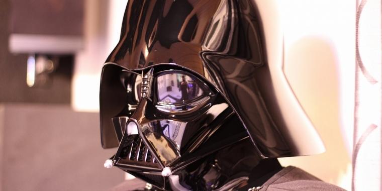 Darth Vader in Pink wäre gegen den Canon - und daher sind kosmetische Gegenstände in Star Wars: Battlefront 2 laut EA ein Problem.