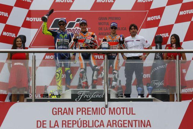 Arg-Contra-podium