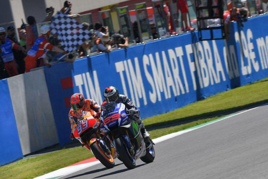 Jorge Lorenzo y Marc Márquez en la llegada del Gran Premio de Italia de MotoGp