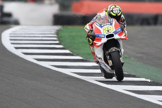 Andrea Iannone, mejor tiempo en los entrenamientos libres del Gran Premio de Gran Bretaña de MotoGp