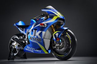 Suzuki_GSX-RR_2017_29_Half Back Right_Dark