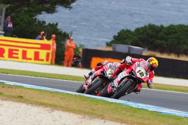 Xavi Forés durante la primera carrera del Mundial de Superbikes en Phillip Island