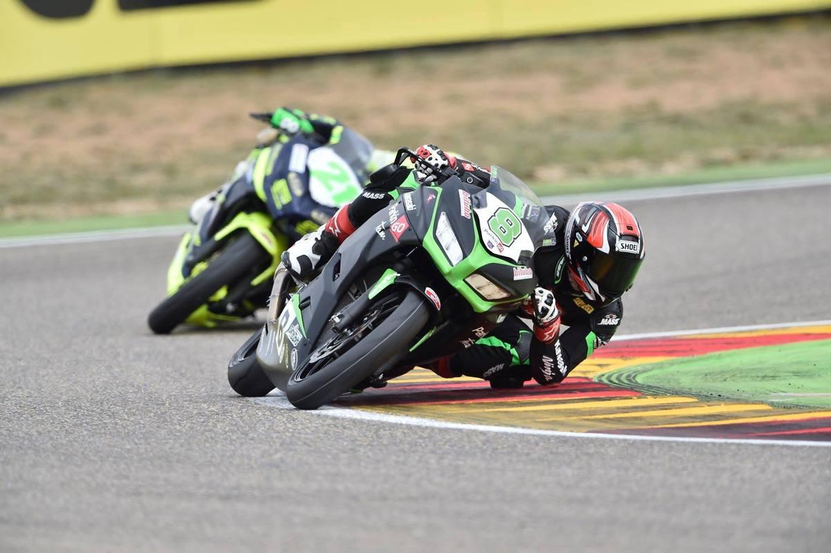 Mika Perez durante la carrera del Campeonato del Mundo de Supersport 300 en Motorland Aragón.