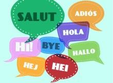"""vignette con la parola """"ciao"""" in più lingue, tutte colorate su uno sfonzo azzurro"""
