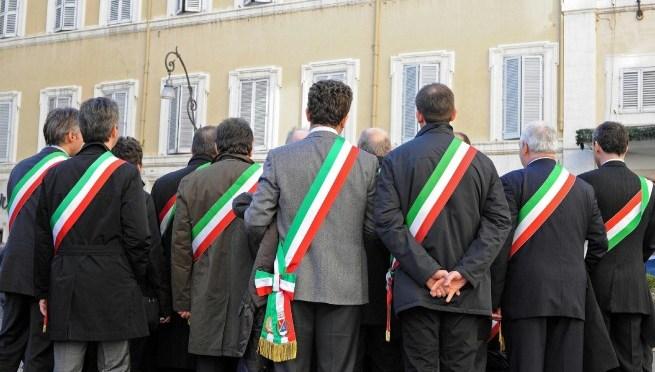 Scontri a Cremona. La solidarietà di tanti sindaci ai cremonesi e al sindaco
