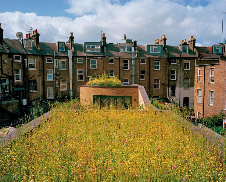 Una ex fabbrica a Londra, ora residenza eco-sostenibile dellarchitetto Justin Bere