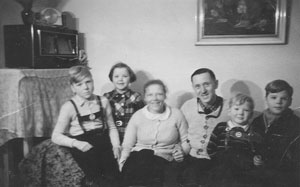 1950-Family-Portrait-of-Rudolph-Kroeger-and-Hanna-Kroeger-6-months-after-Rudolphs-Return-from-Captivity