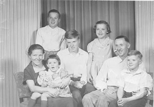 1954-Rudolph-and-Hanna-Kroegers-First-Family-Portrait-in-USA