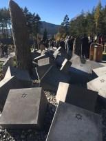 63 Würfeln symbolisieren die umgekommen KZ-Häftlinge