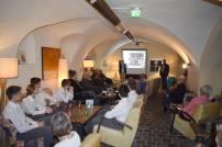 Bereichsleiterin Irene Valina begrüßt im Cafe Nuovo