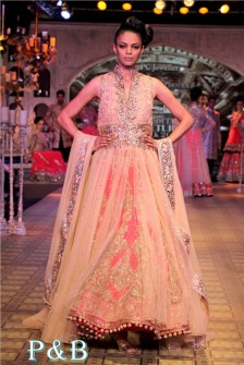 manish-malhotra-delhi-couture-week-2012-001