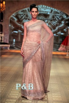 manish-malhotra-saree-0delhio-couture-week-2012