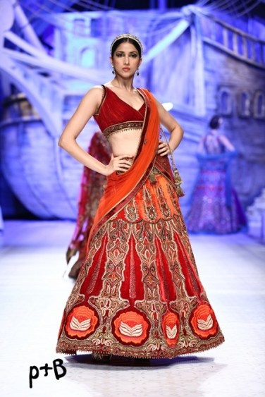 India-Bridal-Fashion_Week-2013-Bridal-Lehenga-JJ Vallaya (11)